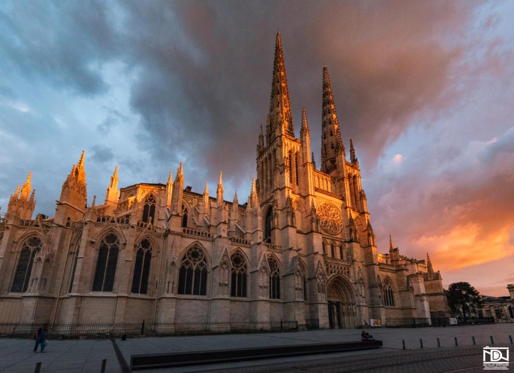 magnifique ciel Bordeaux sunset cathédrale